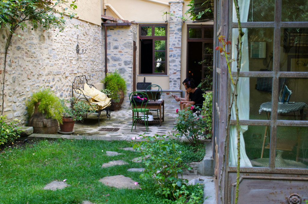 A parte do jardim que é uma sala externa! Ele dá para a sala