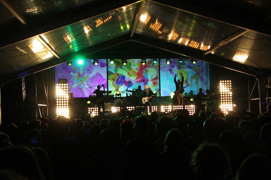 E depois a festa para 2000 pessoas com Djs e o jovem talento, Cris Cab, que com 21 anos já tem o hit Liar Liar!