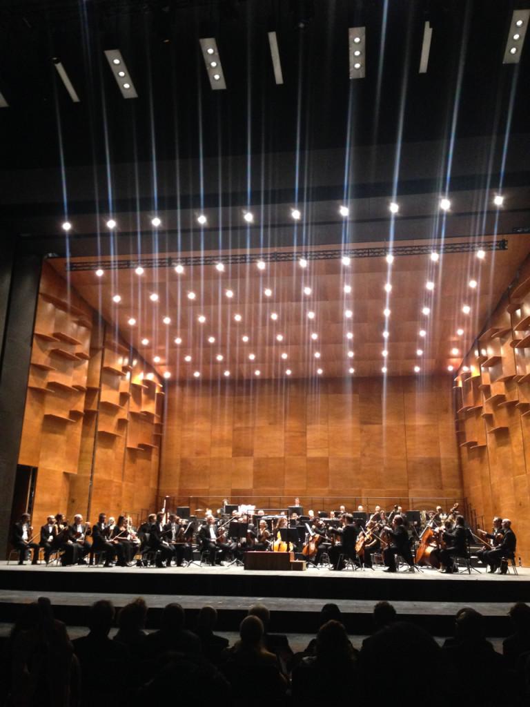 Orquestra do Maggio Musicale Fiorentino com o diretor Eugene Kohn