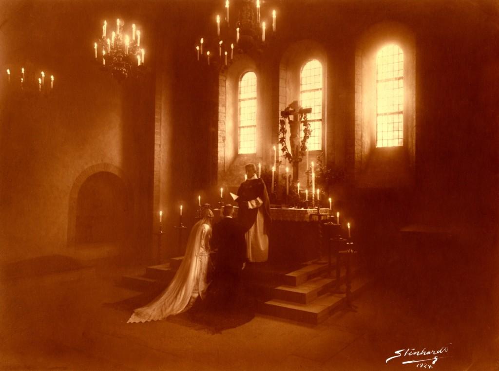 Esta foto foi mandada por Heloisa Beckman que ontem mandou a foto de sua filha Rachel.  Este são seus avós que casaram na Suécia em 1924