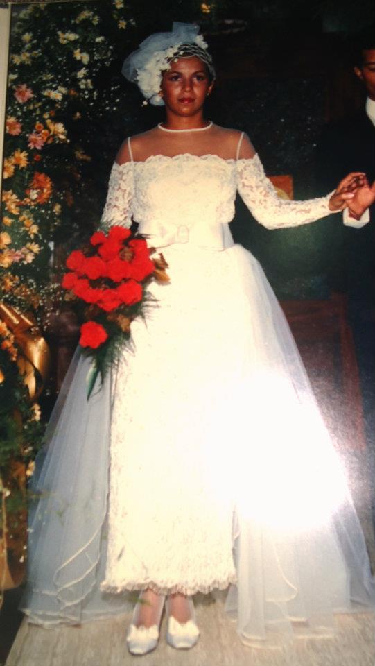 Era o dia 03/05/86, lá se vão 28 anos, posso dizer que foram maravilhosos, intensos, 3 filhos, hoje formados mas morando ainda em casa, o mesmo marido companheiro de toda vida. Decididamente não sou a mesma, casei, fiquei em casa, criei os filhos, voltei a trabalhar depois de 13 anos em casa e a vida me deu muito mais do que eu imaginava naquele dia de 1986, acho que mereci. rsrsrs bjs Eliana