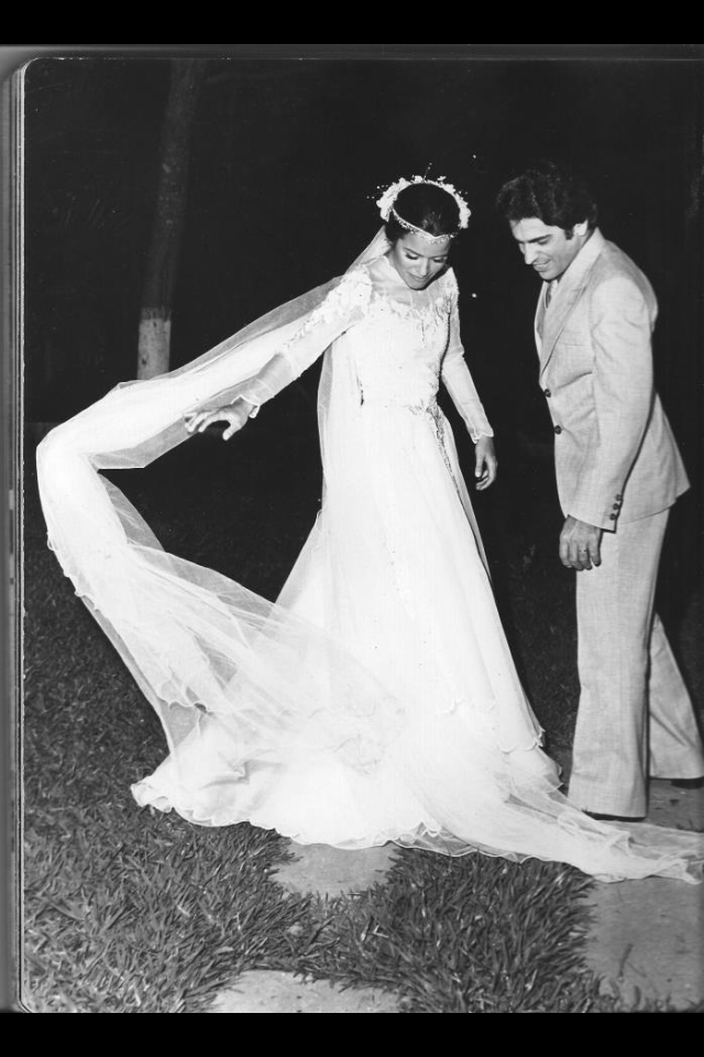 Ou Consuelo, tudo bem? Sempre me emociono em casamentos, acho lindo a cerimonia e adoro noivas tradicionais. Esta foto é do meu casamento, foi tirada no jardim onde foi realizada a festa. Linda, né? Adoro seguir seu blog, você como sua mãe são ótimas referencias para nós. Bjs, Leila