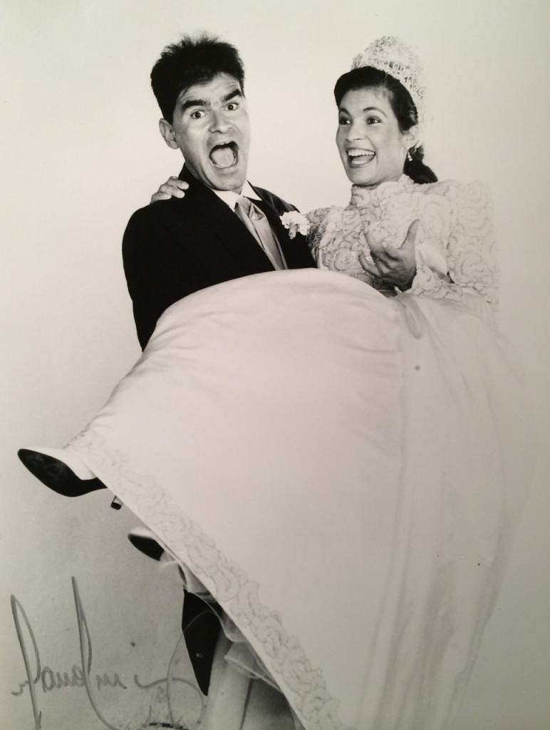"""Oi Consuelo,  achei ótima a ideia das fotos de casamentos, afinal depois de alguns anos poucas são as pessoas que procuram vê-las. Nós somos Guiga e Thati, este ano completamos 21 anos de casados. . . . . .muitas aventuras, cumplicidade, paciência, alegrias, sufocos, viagens, amor e o melhor de tudo, tres filhos MARAVILHOSOS!! Quem sabe se houver o momento """"filhos"""", mandarei a foto dos tres! Grande beijo Thati"""
