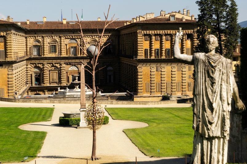 A obras de Giuseppe Penone nos jardins de Boboli.