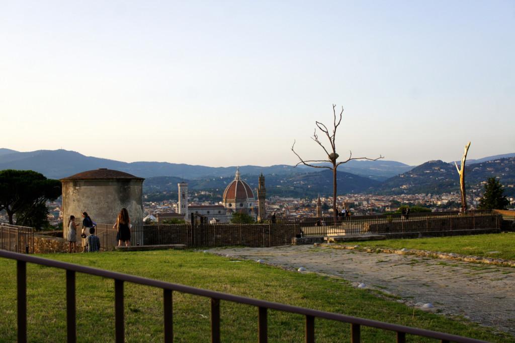 As obras de Giuseppe Penone no Forte di Belvedere com vista de Florença.
