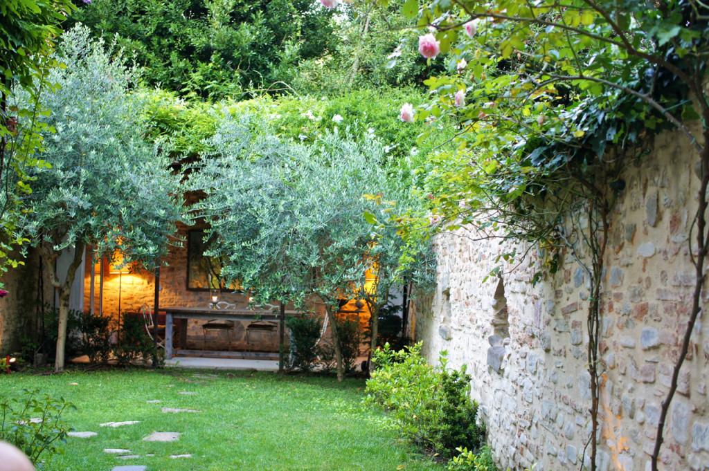 O jardim da casa que minha mãe alugou em Florença por um mês.