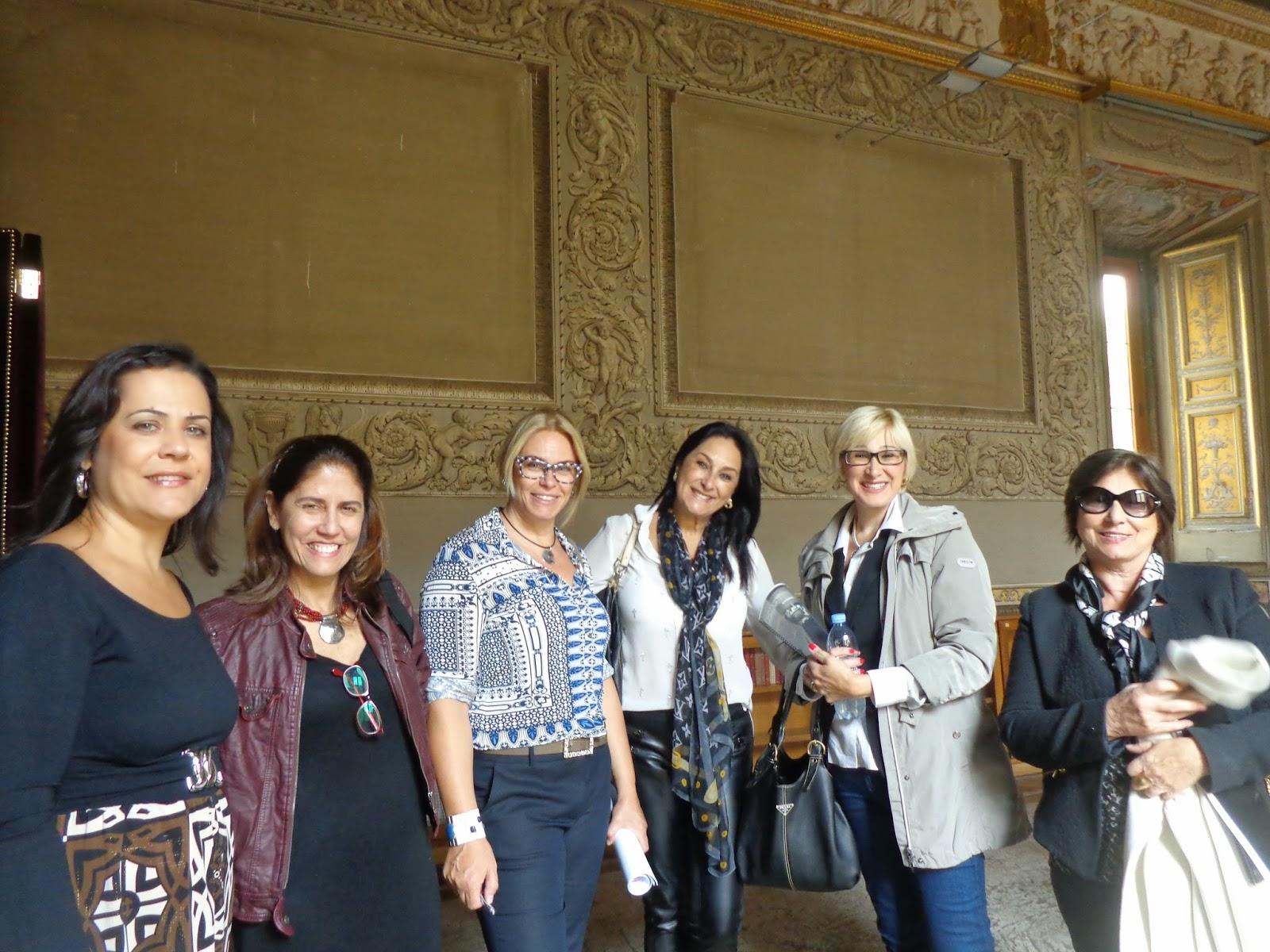 Da esquerda para a direita: Sonia Mara Vieira, Rita Medina, Sandra Gorski Rego, Adriana Vieira, Luciana Migliaccio, Maria Luiza Perucio e Luciene Felix Lamy, atrás da câmera.