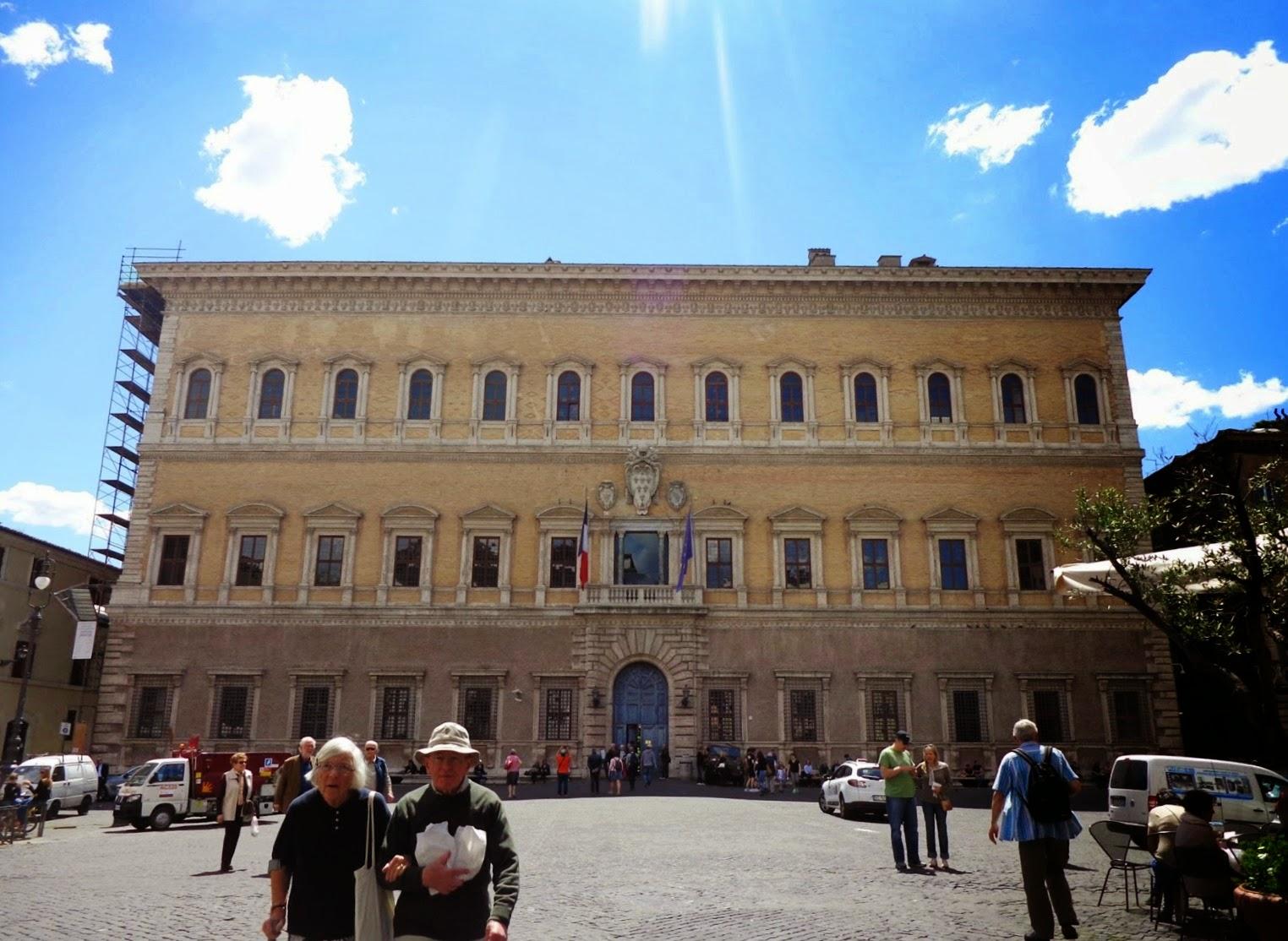 Palazzo Farnese, harmonioso e imponente, é um dos mais emblemáticos edifícios do Renascimento e o mais representativo entre as relações da Itália com a França no século XVI.
