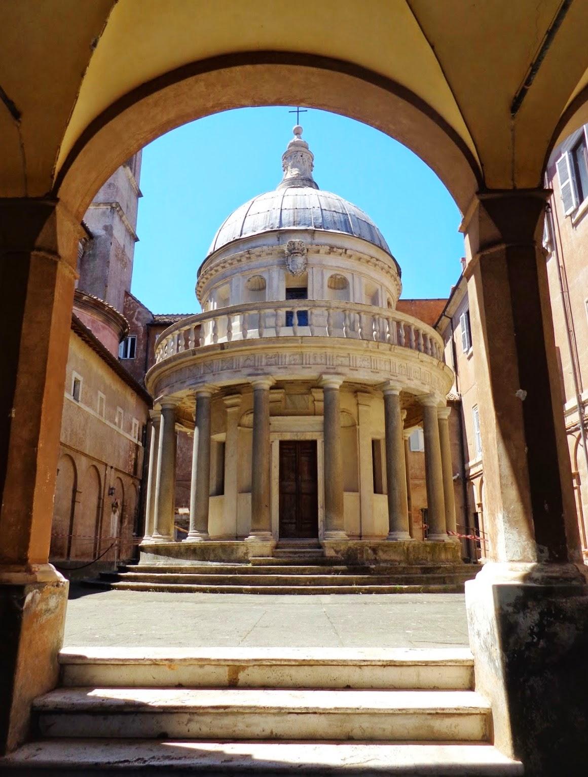 Esse é o que se considera o primeiro edifício realmente renascentista de Roma: o Tempietto (templo pequeno), erigido por Bramante em 1502. Acredita-se que São Pedro tenha sido crucificado neste local. O Tempietto ilustra o sonho renascentista de reviver as glórias passadas.