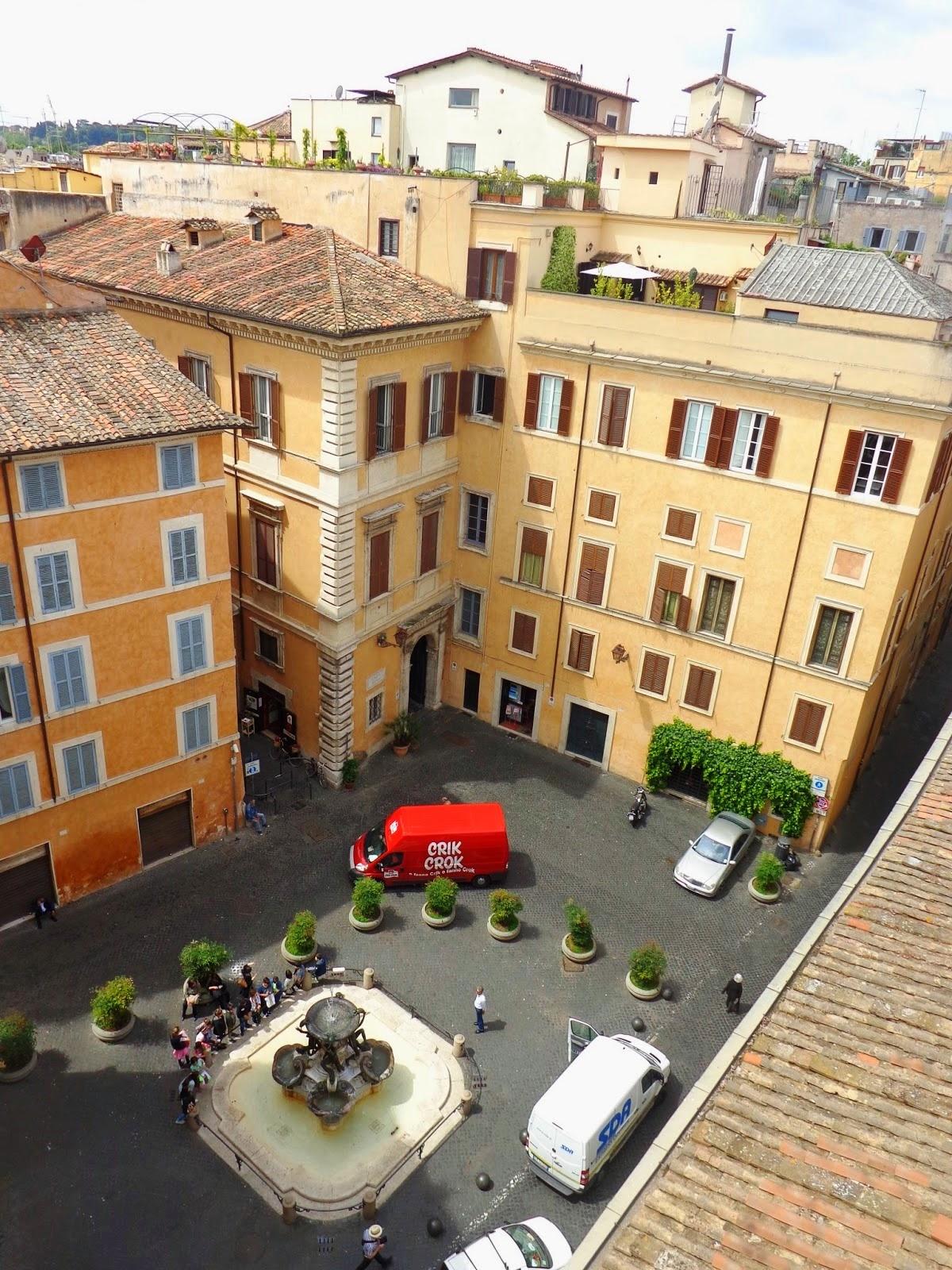Vista do Palazzo Mattei para a Fontana das Tartarugas, onde Sandra nos relatou sua peculiaridade.