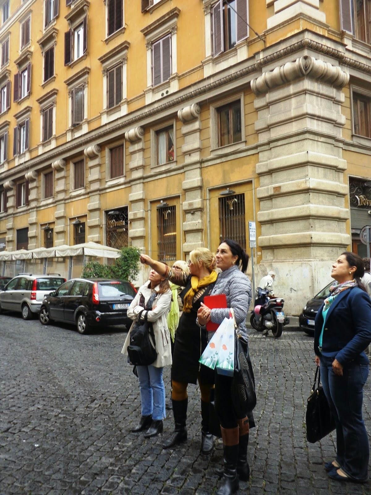 Aqui, Sandra nos relata a tragédia que culminou na fama da Igreja de Santa Maria del Pianto.