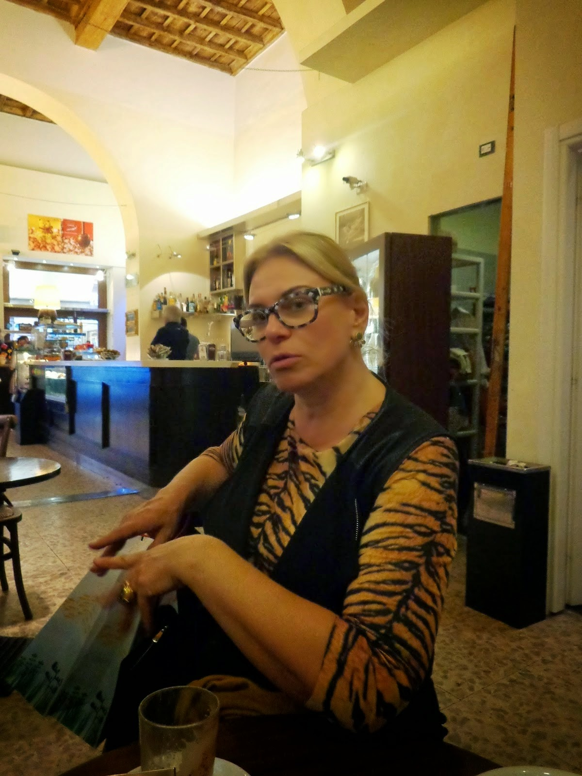 """Pausa para um café! Mas a """"aula"""" não cessa e Sandra vai nos encantando com mais detalhes sobre os Cenci."""