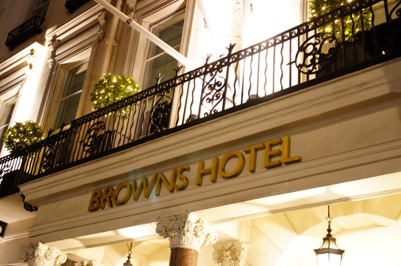 Conhecendo o high tea, drinks e jantar no Brown's Hotel