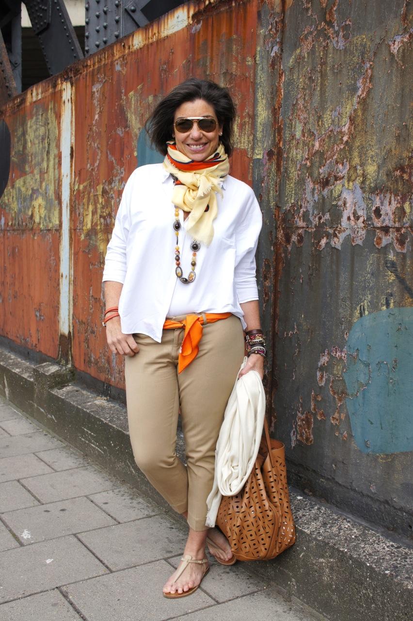 Para passear pelas ruas de Notting Hill. Quando fica frio, uso a pashmina extra (na mão) nas costas.