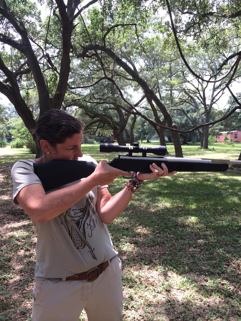 Calamity Jane!  As armas são de ar comprimido (se diz assim) para atirar no alvo.