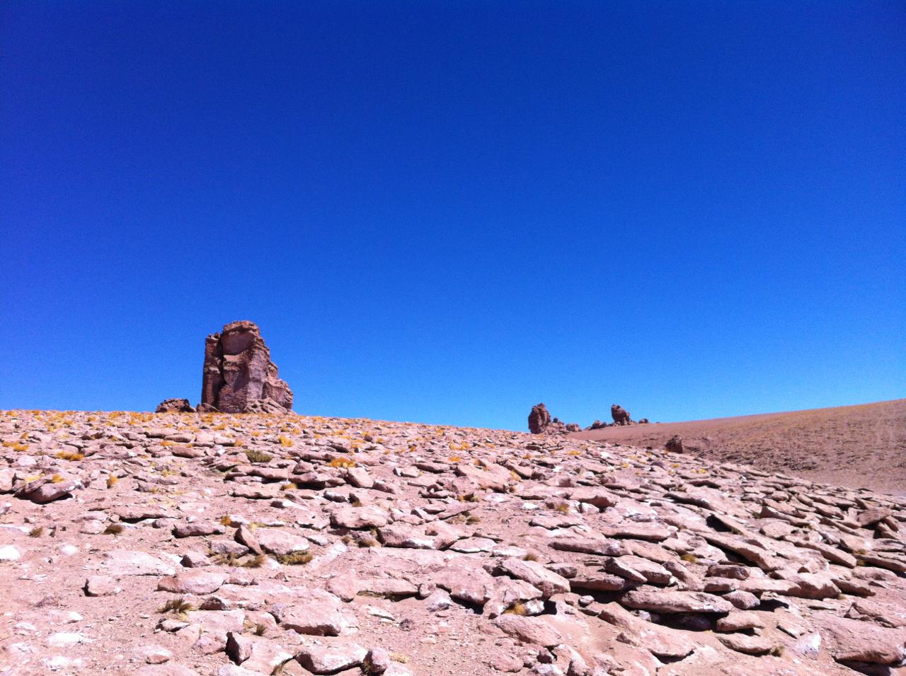 A paisagem surreal do caminho para o Salar de Tara