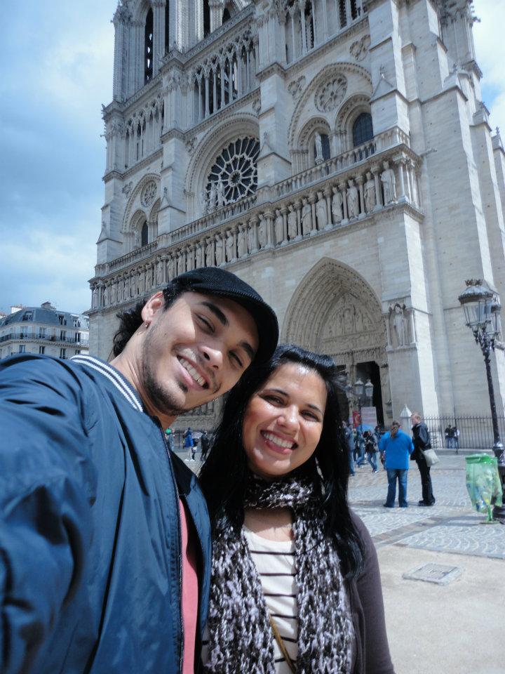 Paris, na frente da Catedral de Notre-Dame...em Abril de 2012