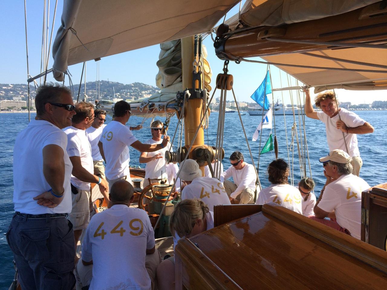 Antes de partirmos, o briefing de Andy, o capitão, à tripulação.