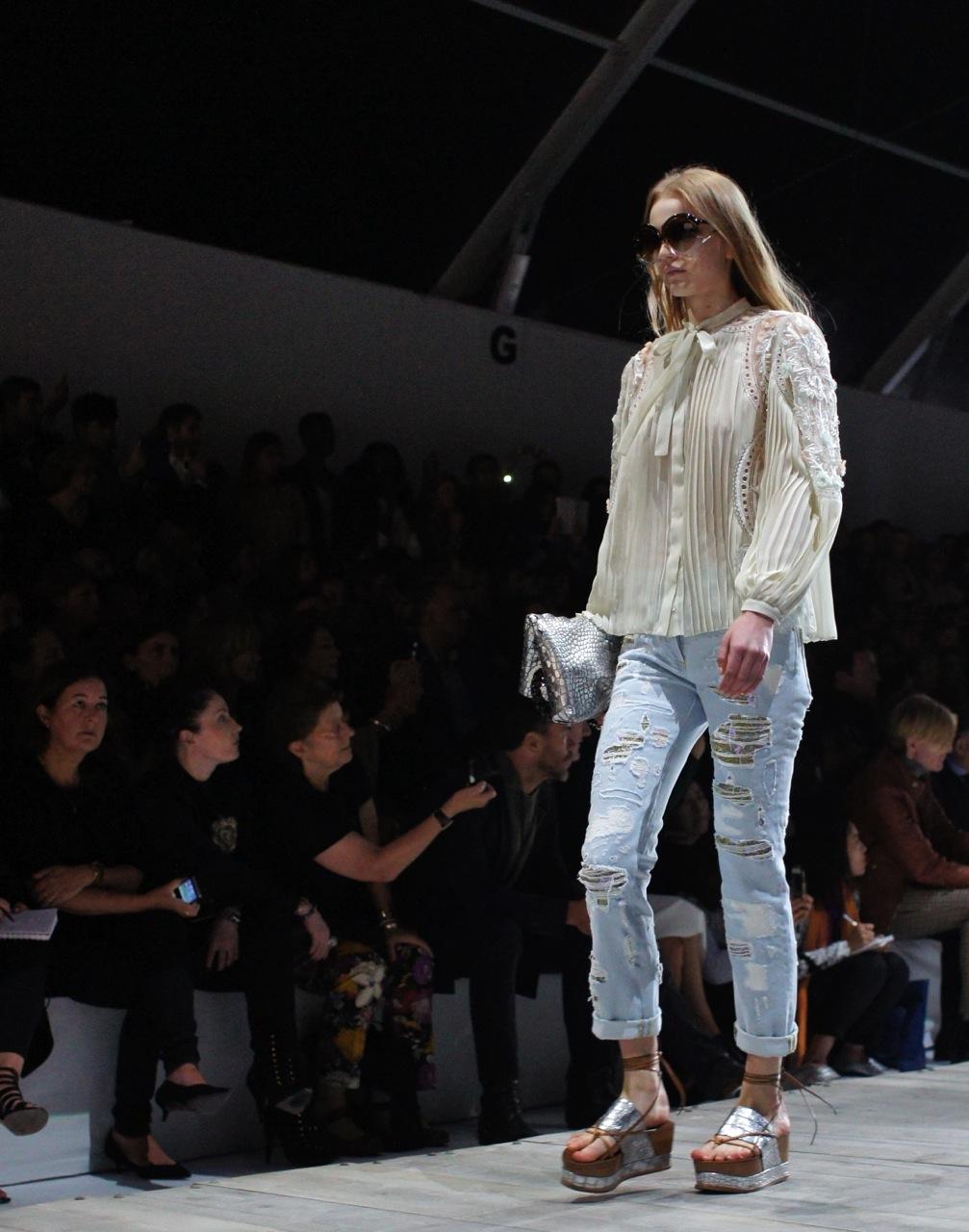 O jeans está em todas as passarelas!