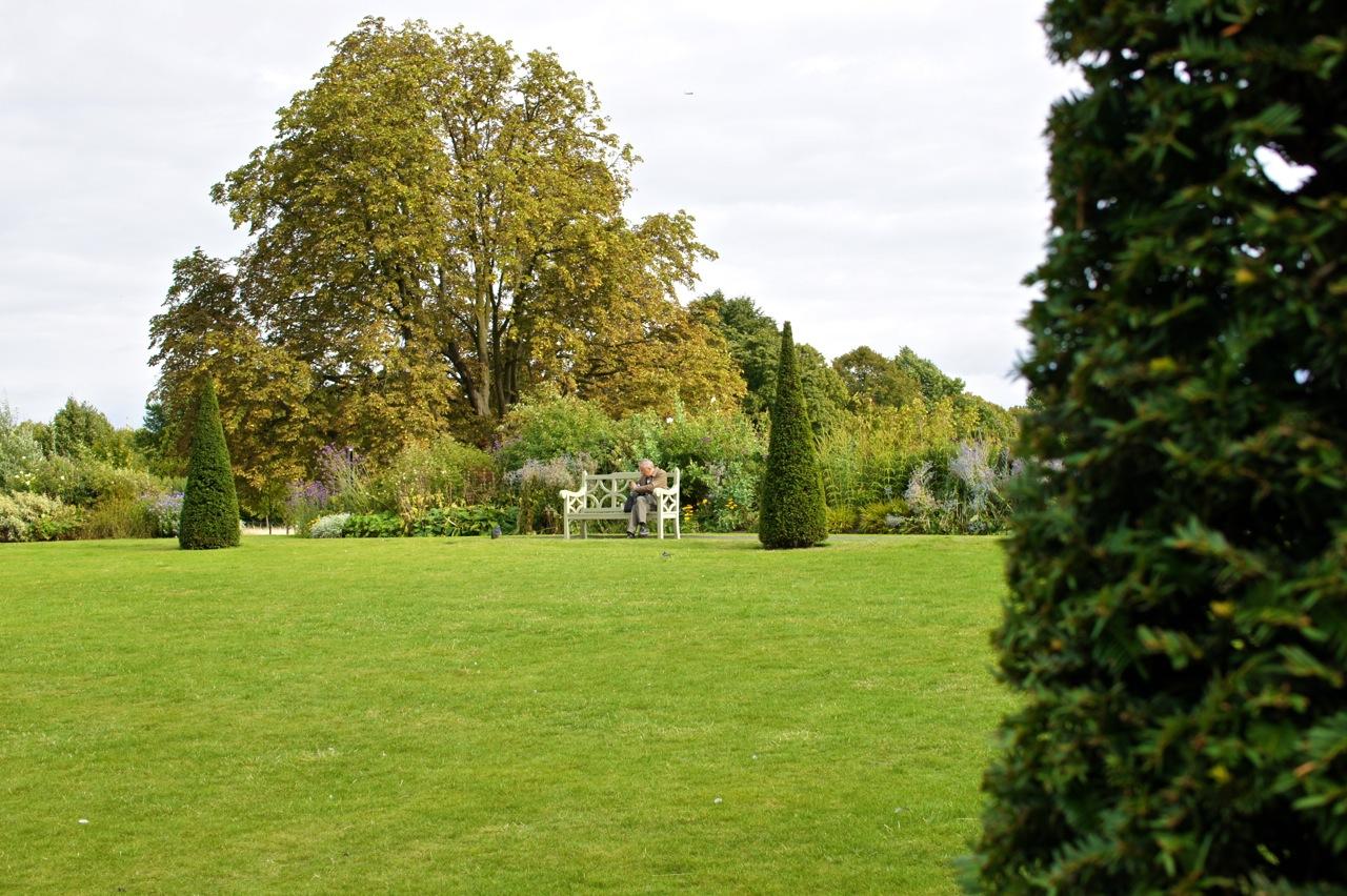 O Kensington Gardens também é um lugar para sentar, relaxar e meditar!!