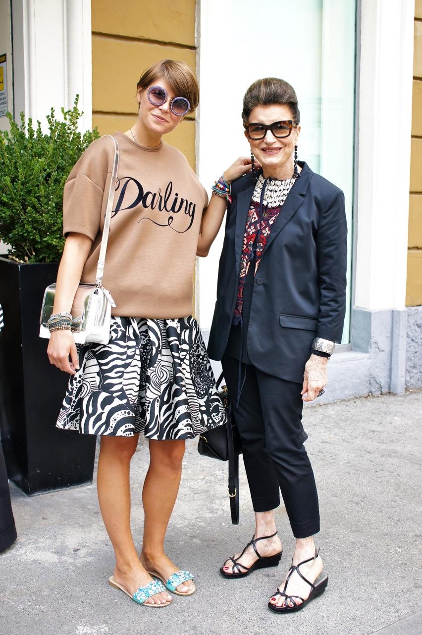Elisa Nalin com Costanza pelas ruas...