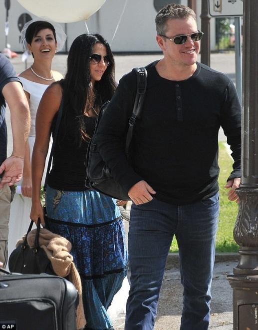 Matt Damon e sua esposa brasileira Luciana Barroso