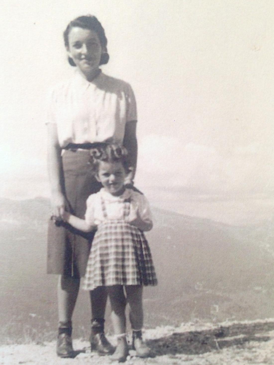 Dona Gabriella com Costanza sempre em Cortina nos anos 40
