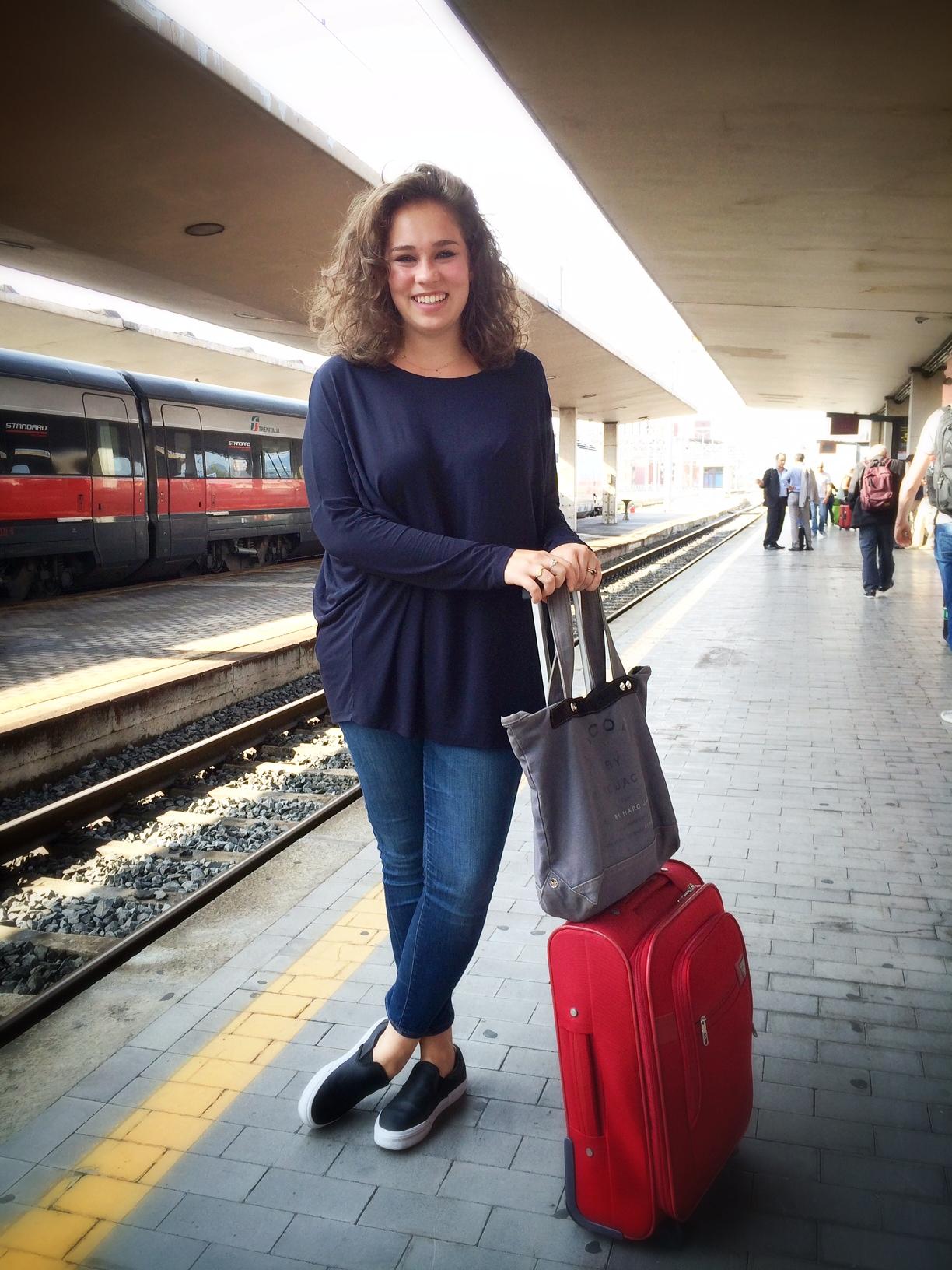 Allegra chega de Florença.  Foto Roberto Leone