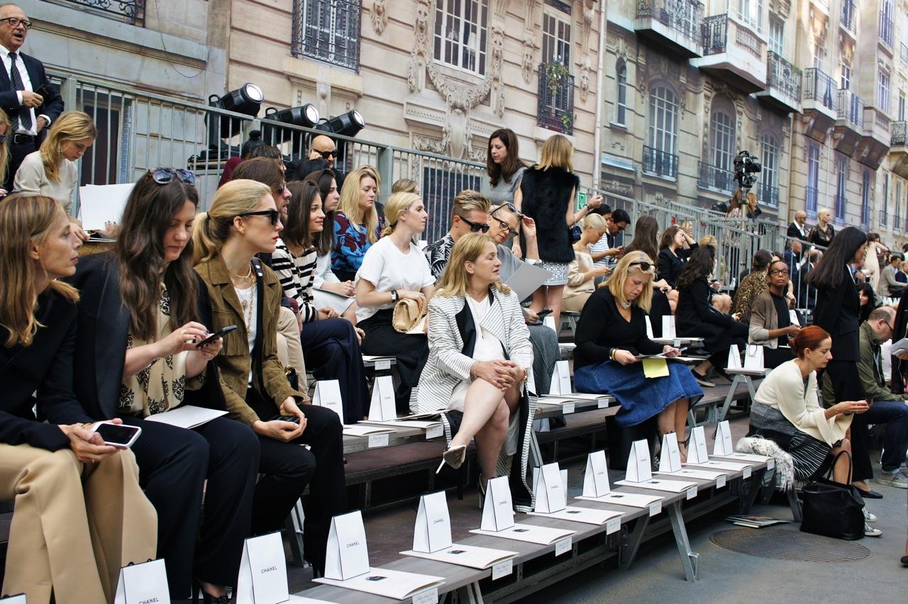 Na Chanel sempre tem cadeau.  Desta vez foi uma garrafa grande do perfume Chanel Nº5, não tem nada mais parisiense!!