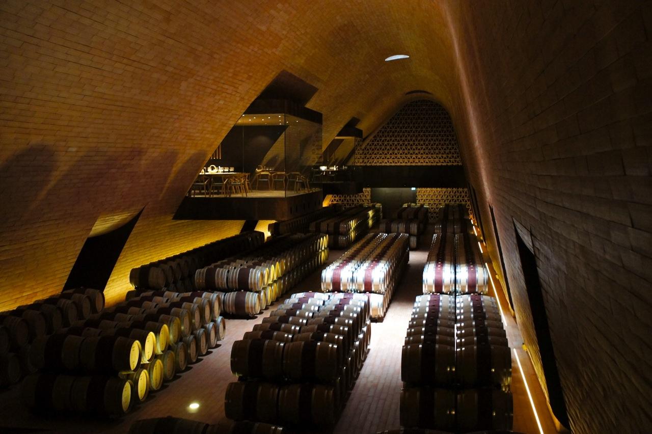 Costanza e Marilu na Toscana: Cantina Antinori em Bargino