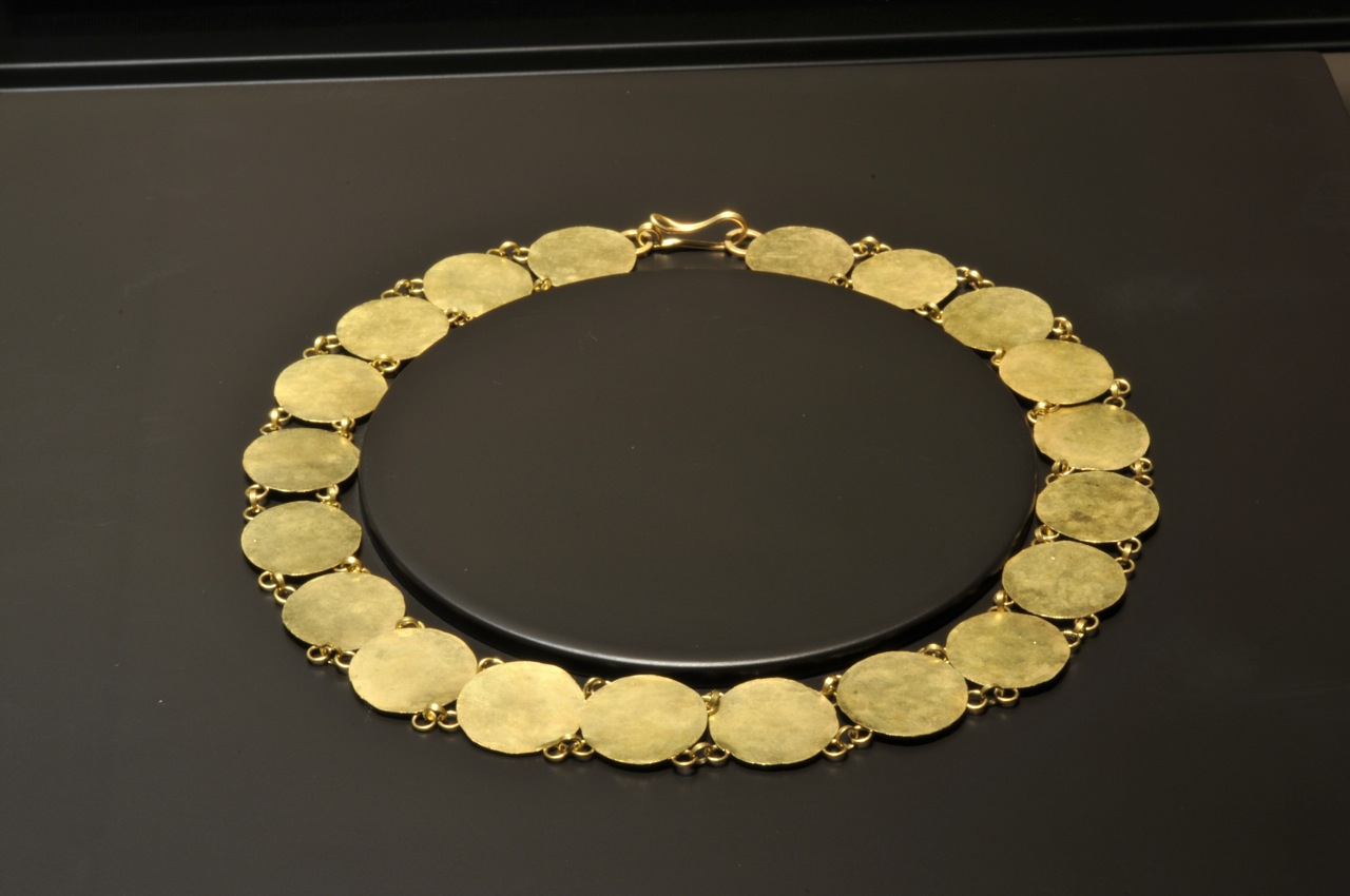 RANTEPAO, uma das minhas peças favoritas, feita com discos de ouro martelado.