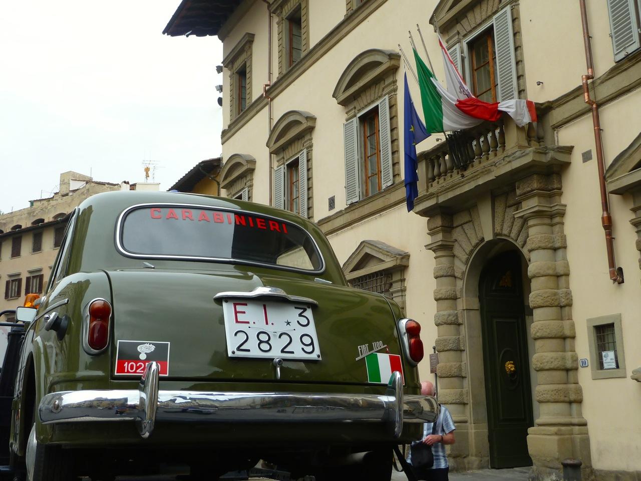Será que com esse possante os carabinieri conseguem prender alguém?