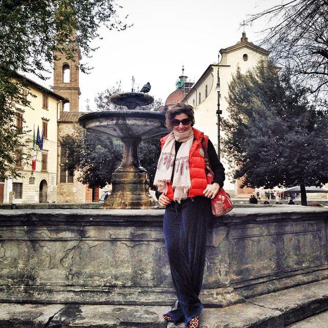 Passeando, com roupa que fico em casa (não achei que íamos sair para passear pelo centro) na Piazza Santo Spirito.