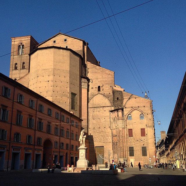 Dia maravilhoso em Bolonha!  Fomos lá para almoçar com amigos.  Demora meia hora de trem de Florença e custa 13 Euros a viagem.