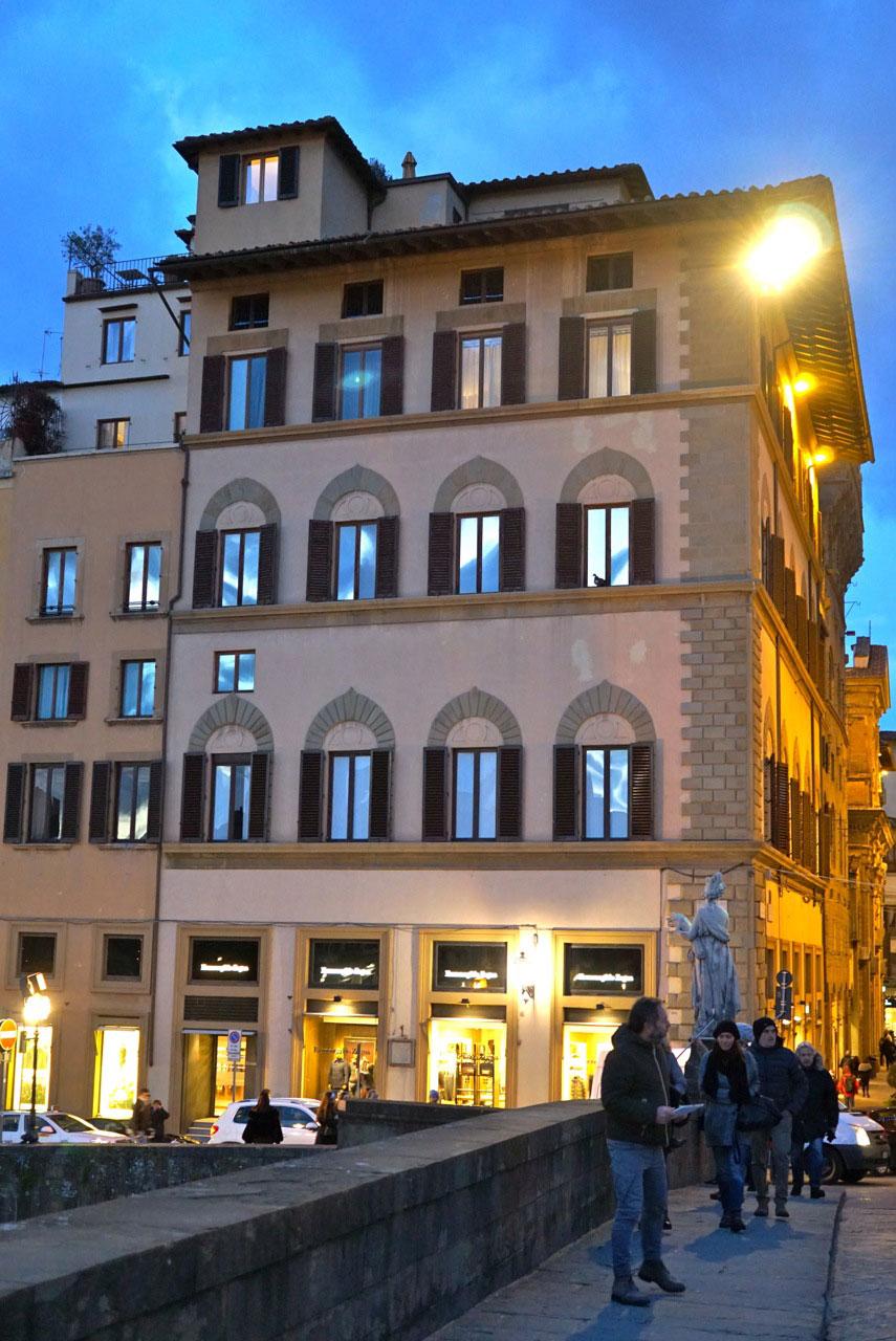 Fico imaginando como deve ser aquele terraço lá em cima nas margens do Arno!....