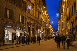 A elegante Via Tornabuoni há poucos anos é só para pedestres. Ficou linda e com as decorações natalícias ainda mais...