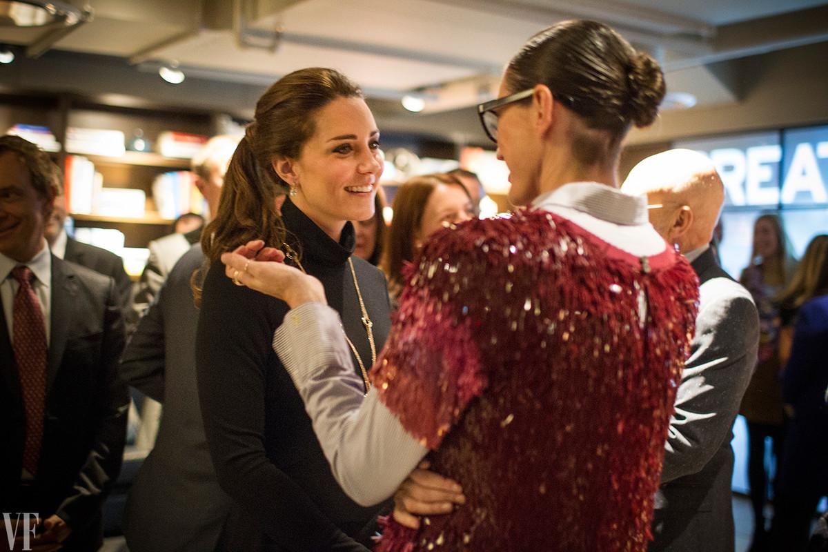 Falando com Jenna Lyons diretora criativa da J.Crew que ficou felicíssima em saber que Kate usou jeans pretos da marca durante o jogo de basquete!