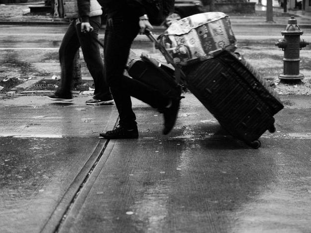 Dar a volta no quarteirão com uma mala vazia para viajar o ano todo!