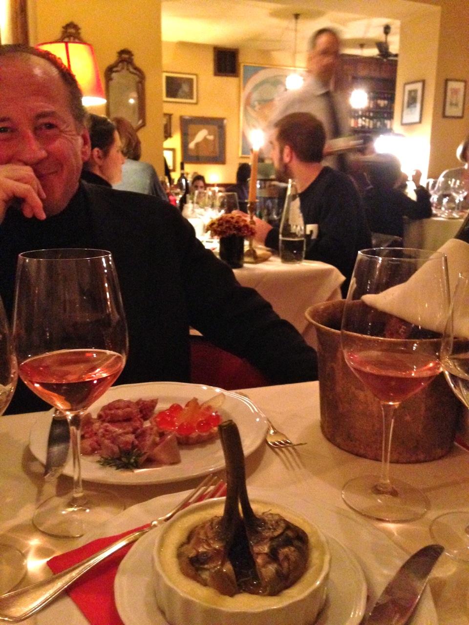 Depois eu comi um alcachofra com puré e ovo e o Roberto Cotechino com mostarda doce.