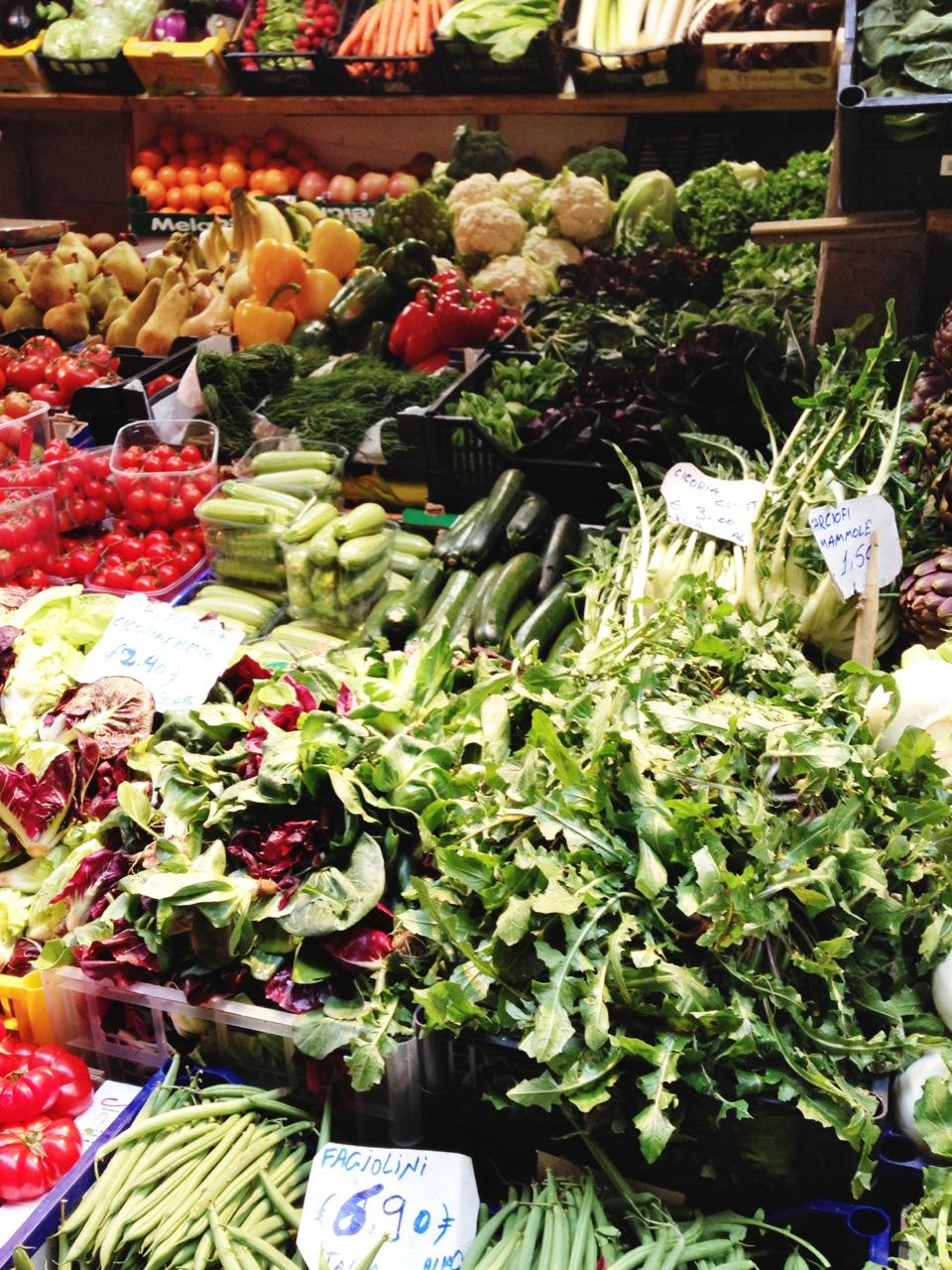 [Foto 5. Legenda: Não se esqueça dos mercados locais! Ali se encontram produtos frescos, genuínos, saudáveis e baratos!]
