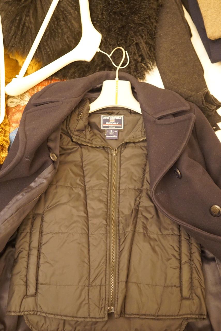 Esse casaco tem uma parte interna mais quentinha que pode-se usar ou não.