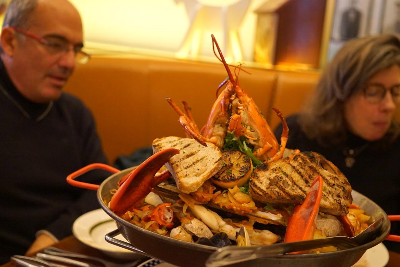 Carlos e eu pedimos este incrível Harlem Chowder de frutos do mar