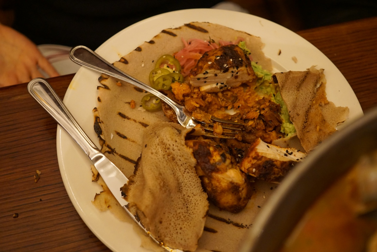 Alessandra pediu frango grelhado e uma panqueca etíope.