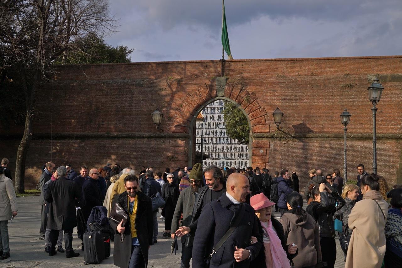 A entrada da Fortezza da Basso, um antigo forte, onde são feitas as maiores feiras em Florença.