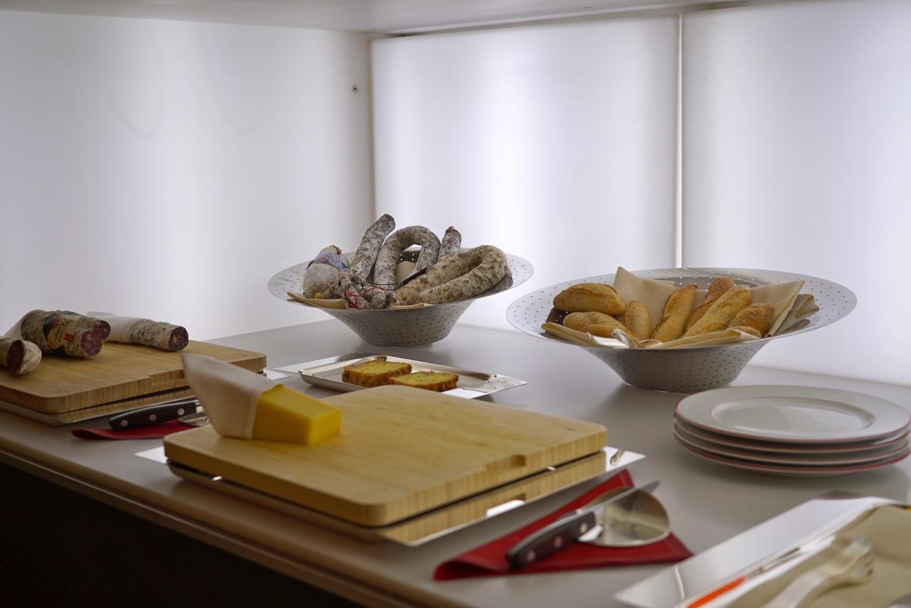 Toda a gastronomia é sob o comando da equipe de Alain Ducasse.