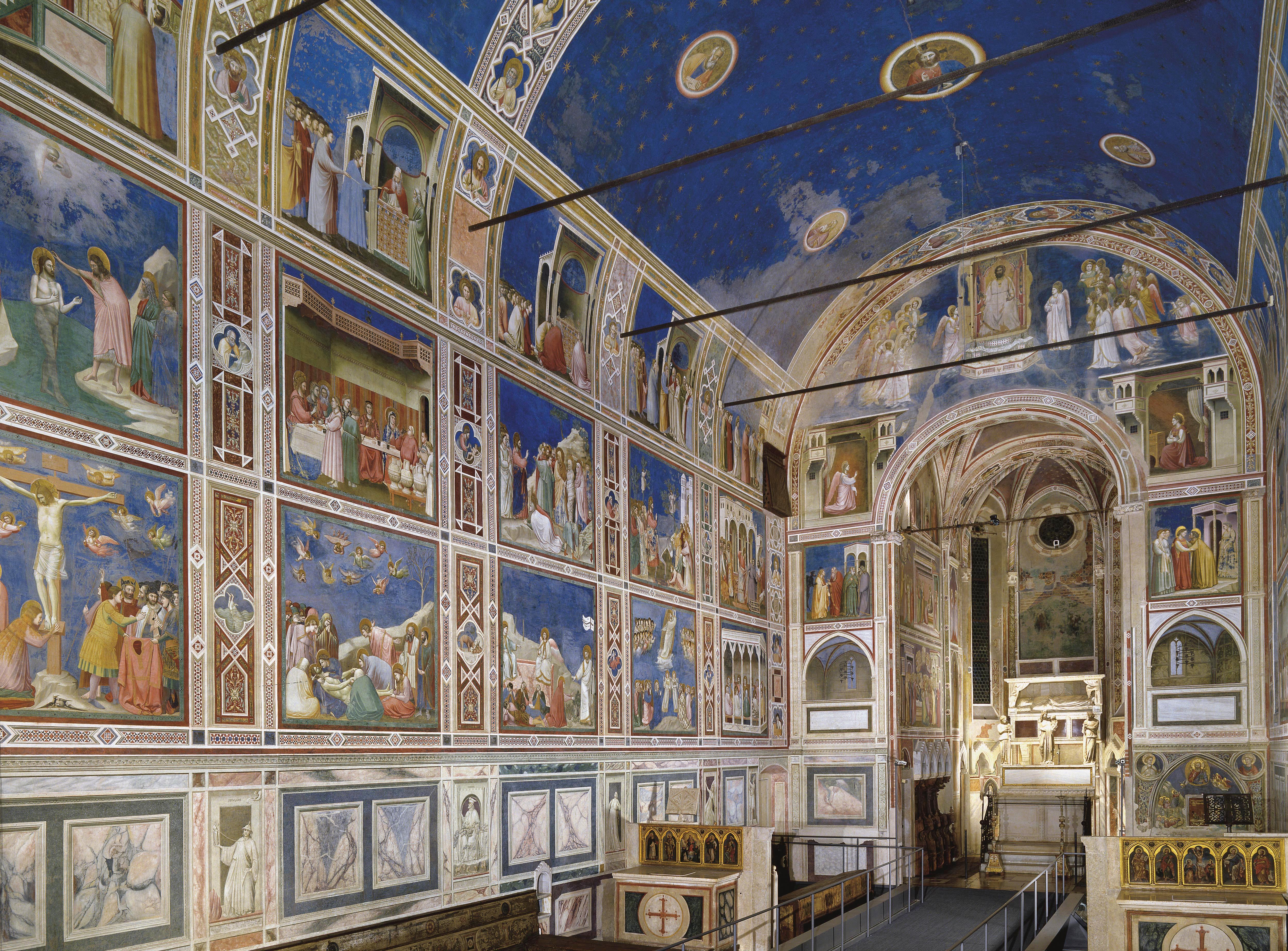 Ao longo das três paredes, Giotto trabalha 38 quadros divididos em três faixas horizontais.