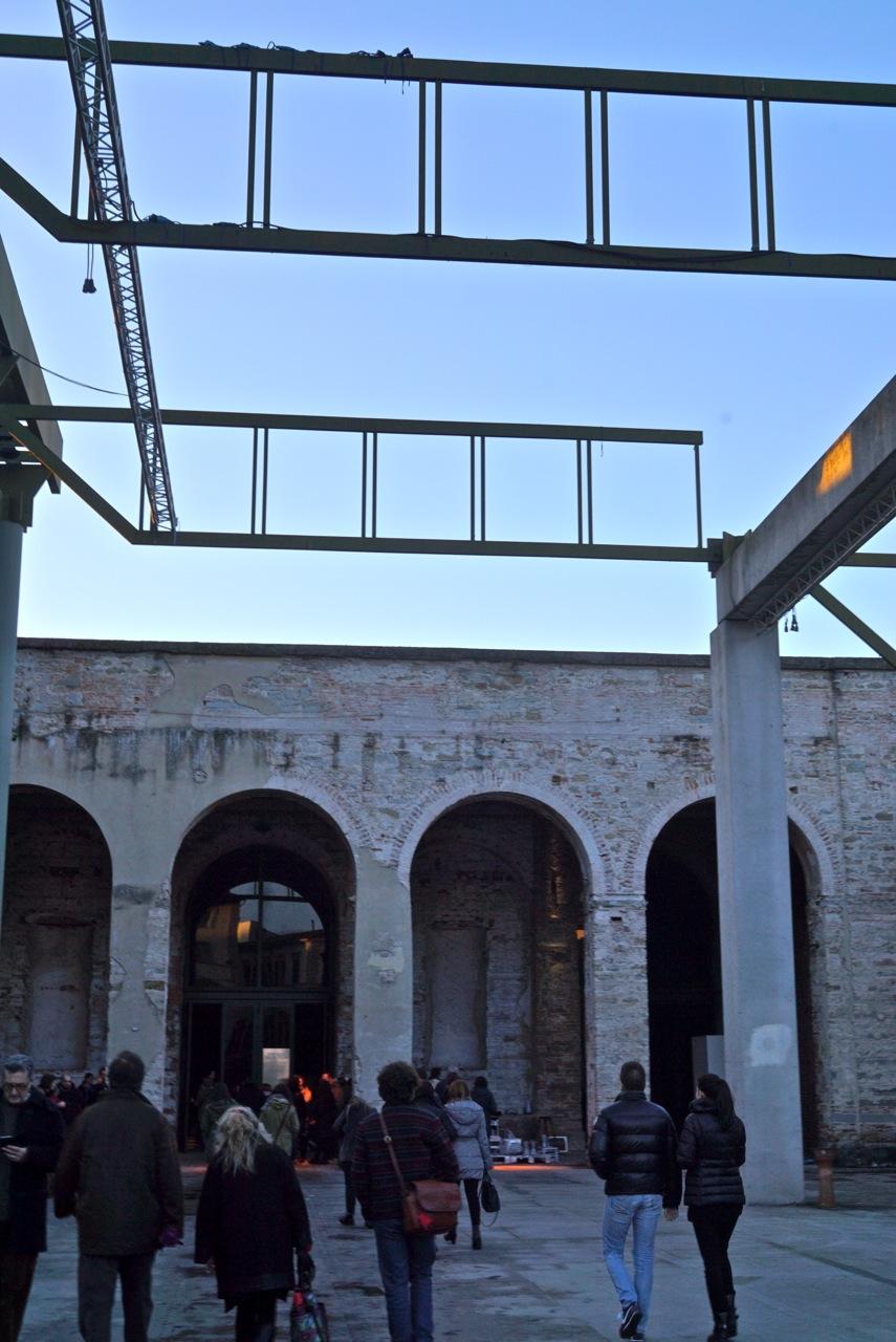 A Stazione Leopolda é uma antiga estação de trem que foi restaurada pela conhecida arquiteta italiana Gae Aulente.