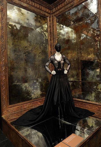 Alexander+McQueen+Savage+Beauty+Costume+Institute+K-GuQUxi5qCl