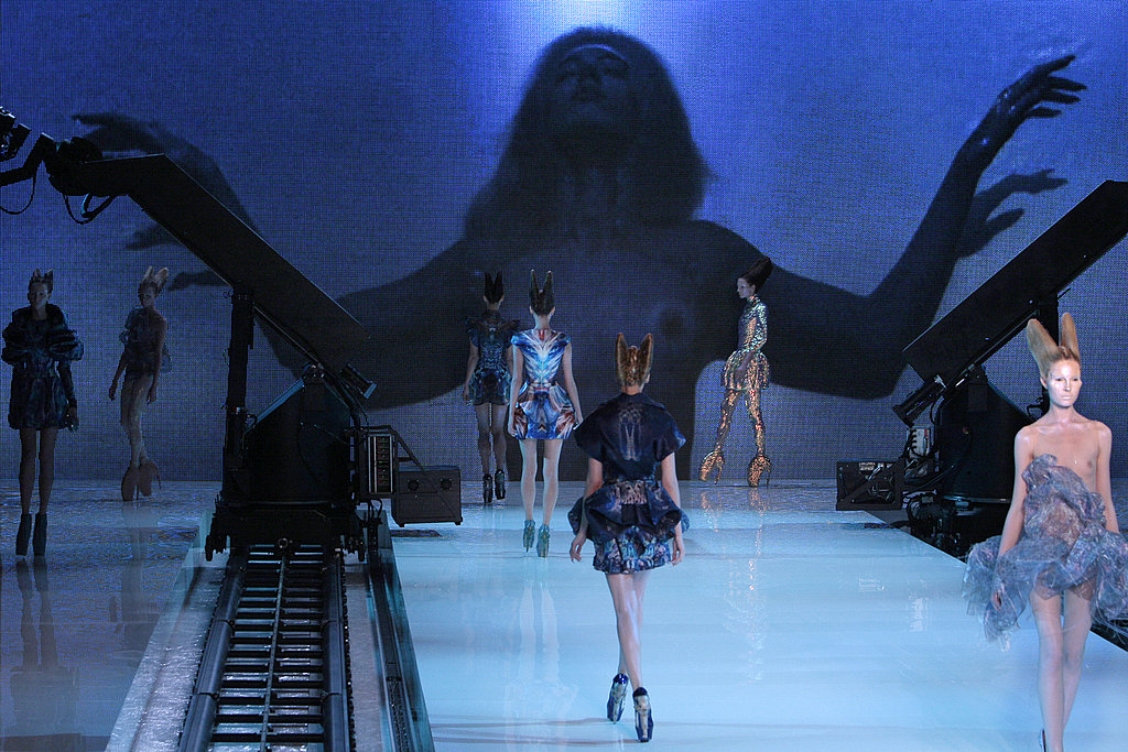 Alexander-McQueen-Shows-Holographic-Alien-Beauties-Spring-2010