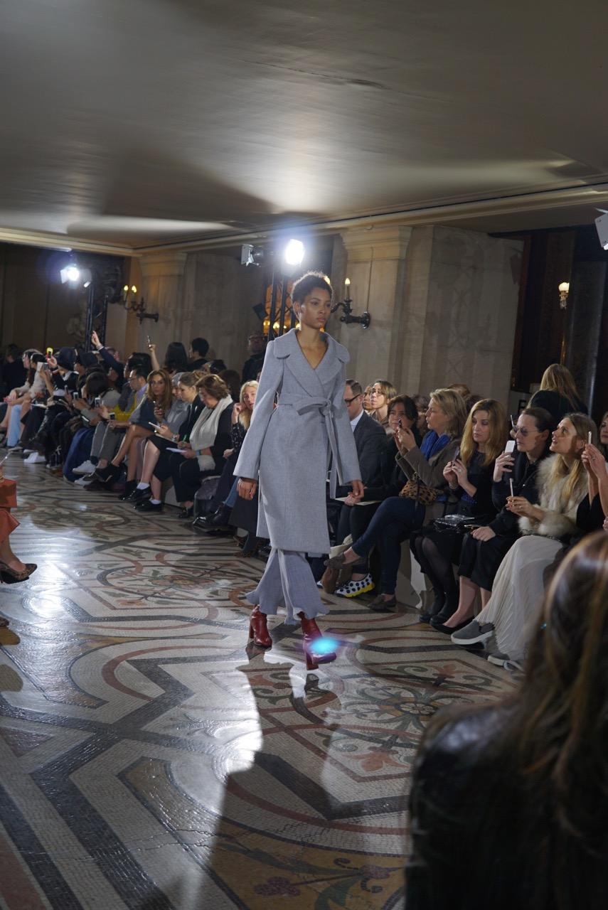 Mais um dia na semana de moda de Paris